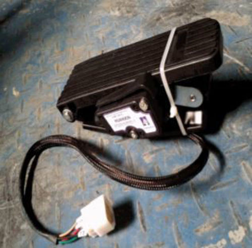 Picture of 2AC100 Accelerator Throttle Box 48V or 72V (AC only) with pedal for AP or AK Enclosed Bus & C-Series StarEV